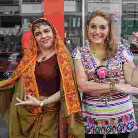 As irmãs Corina e Cláudia no bloco Bollywood - Reinaldo Canato/UOL - Reinaldo Canato/UOL