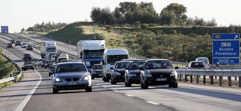"""Trânsito em Portugal é mais """"calmo"""" que no Brasil e dificilmente há carros """"costurando"""" - Lusa/RR Renascença/Reprodução"""