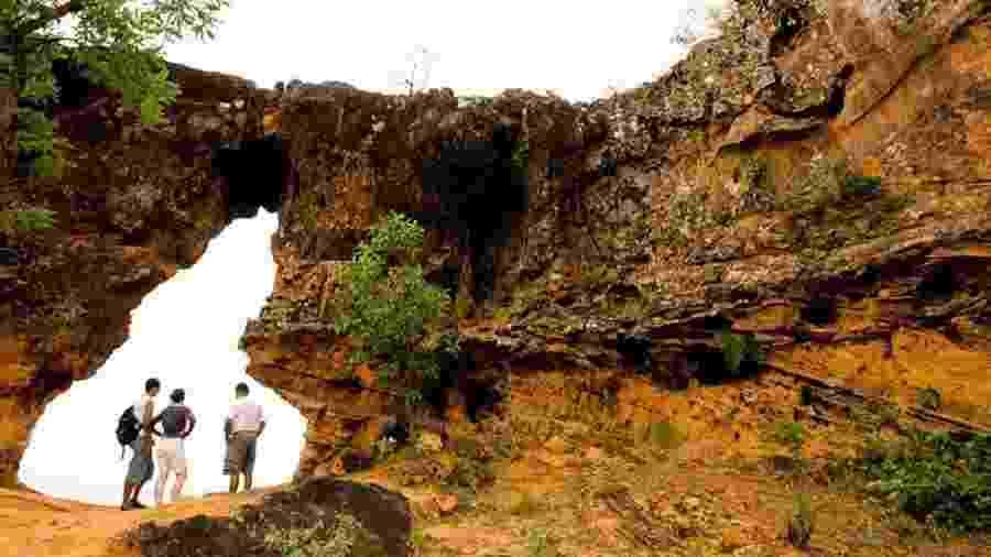 No Portal da Chapada das Mesas, fenda em rocha lembra o mapa do Tocantins - Alexandre Schneider/UOL