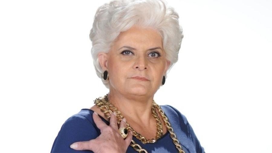 Jussara Freire, 67 anos, assumiu seus cabelos grisalhos há anos