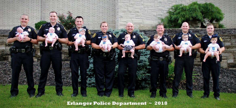 O departamento de polícia de Erlanger, no Kentucky, está cheio de novos papais e mamães - Reprodução/Facebook