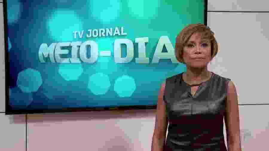 A apresentadora Graça Araújo, da TV Jornal, afiliada do SBT em Pernambuco - Reprodução/TV Jornal