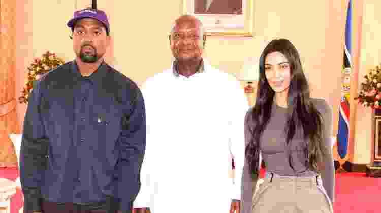 Kanye West, Yoweri Musevini e Kim Kardashian - AFP - AFP