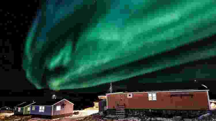 É possível ver a aurora boreal da vila de Ittoqqortoormiit - Christoffer Collin/Hoteis.com
