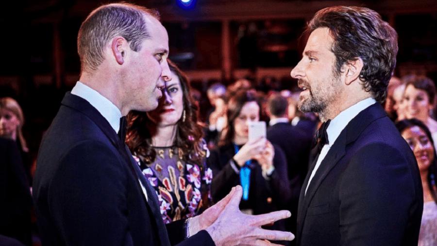 Príncipe William e Bradley Cooper na festa do BAFTA - Reprodução/People