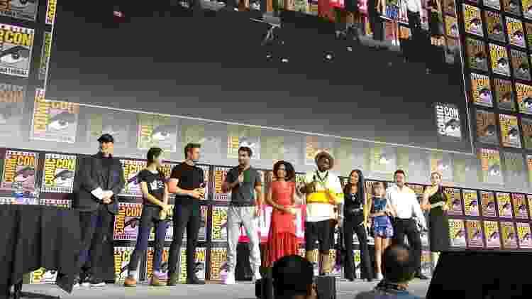 O elenco de Os Eternos se reúne no palco do Hall H, na San Diego Comic-Con - Reprodução/Twitter