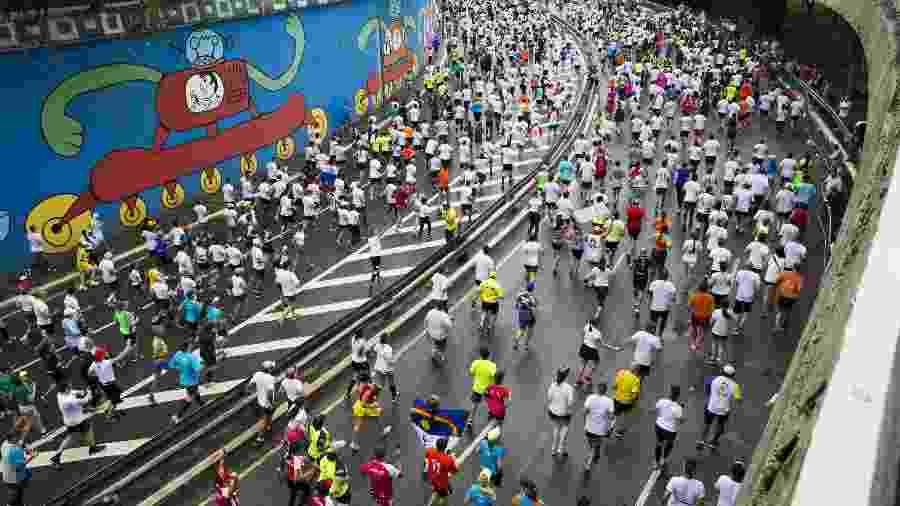 Maior corrida de rua do Brasil, a São Silvestre reúne cerca de 30 mil atletas profissionais e amadores -  Danilo Verpa/Folhapress
