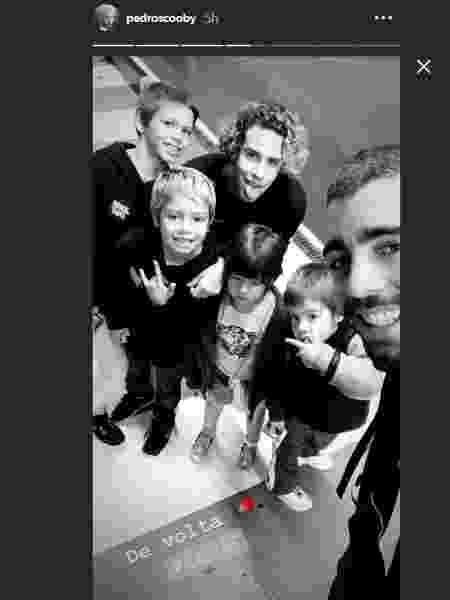 Pedro Scooby posa ao lado dos filhos em Portugal  - Reprodução