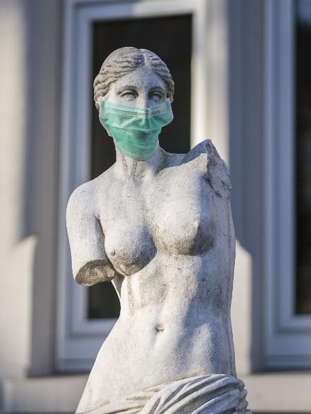 Mães relataram o uso de máscaras durante o trabalho de parto - Getty Images