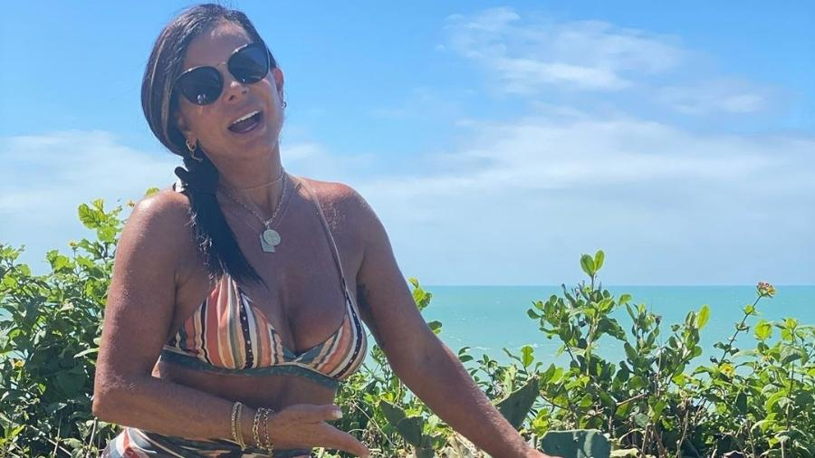 Gretchen exibe corpão em biquíni na praia - Reprodução/Instagram