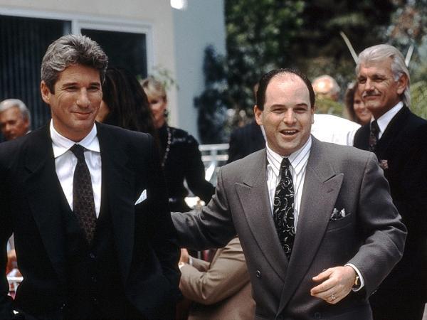 Jason Alexander (à dir.) com Richard Gere em 'Uma Linda Mulher' (1990)