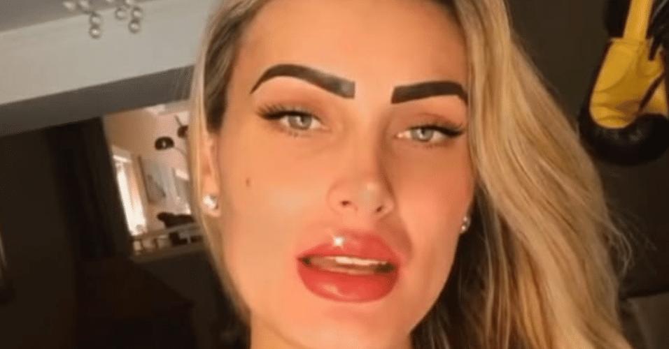 Andressa Urach mostrou o resultado imediato da micropigmentação na sobrancelha e na boca