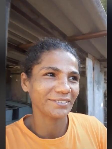 Joana de Souza, 32, cavou sozinha um poço em casa, em São Félix do Xingu (PA); imagem viralizou e com ajuda de vaquinha, reformou a casa com suas próprias mãos  - Reprodução/TikTok