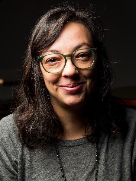 """""""Amora"""", livro de contos da gaúcha Natalia Borges Polesso, 39, que ganhou o Jabuti, foi eleito pela revista de Oprah Winfrey como uma das 44 obras que estão ajudando a mudar a cena LGBTQIA+ - Bruno Kriger"""
