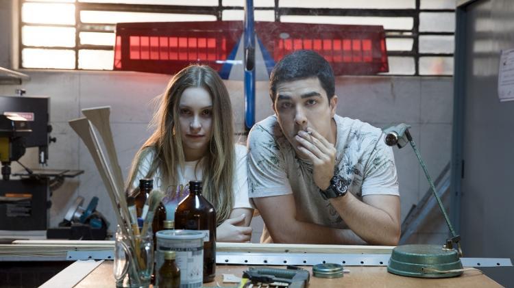 Carla Diaz e Leonardo Bittencourt em cena de  'A Menina Que Matou Os Pais' e 'O Menino Que Matou Meus Pais' - Divulgação - Divulgação