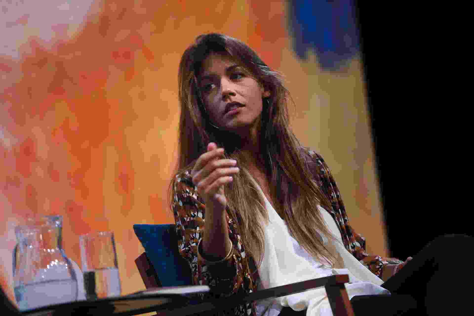 2.jul.2015 - A poeta portuguesa Matilde Campilho durante mesa que discutiu poesia na Flip - Zanone Fraissat/Folhapress