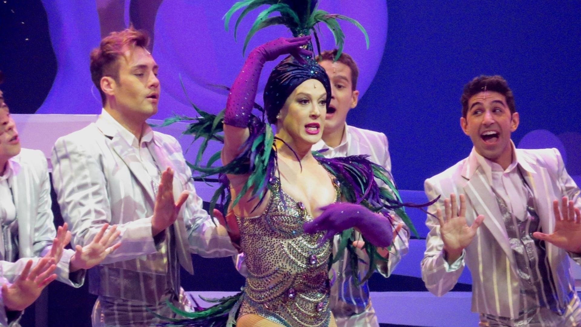 21.jul.2015 - Claudia juntamente com os bailarinos do elenco, realizaram a apresentação de dois quadros do musical