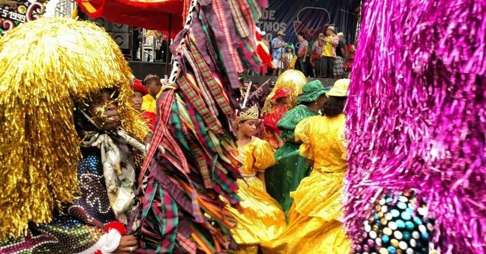 8.fev.2016 - Em Nazaré da Mata (PE), o Encontro Nacional de Maracatu é uma das atrações do Carnaval pernambucano