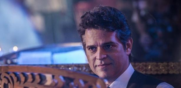 """Amadeu (Juan Alba) passará uma cantada em Iolanda (Christiane Torloni) em """"Velho Chico"""" - Reprodução/Gshow"""