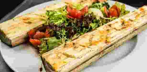 Palmito Ecolo?gico assado na casca gratinado com queijo colonial do Cota 200 - Tomas Rangel/Divulgação - Tomas Rangel/Divulgação