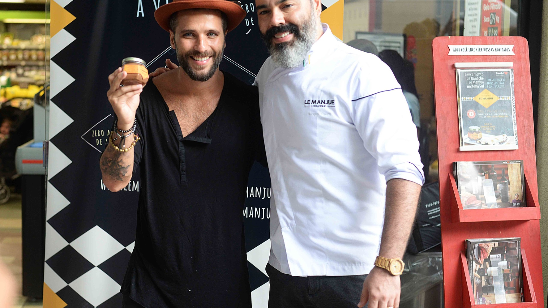 O ator Bruno Gagliasso e o chef e sócio Renato Caleffi do restaurante Le Manjue Organique