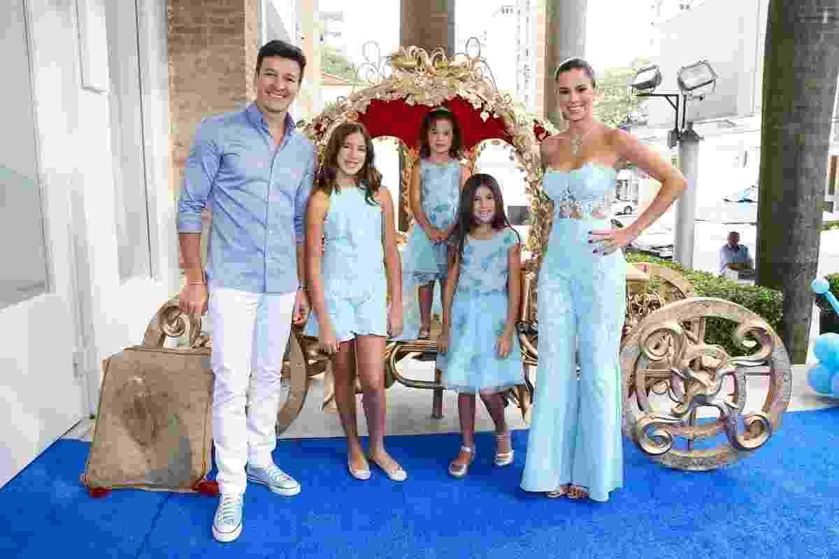 Rodrigo Faro e Vera Viel comemoram o aniversário da filha Helena, que completa 4 anos na próxima quarta-feira. A menina ganhou uma festa de Cinderella em um buffet infantil no bairro de Moema, em São Paulo - Manuela Escarpa/Brazil News