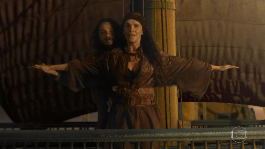 """Hugo e Elvira recriam cena de """"Titanic"""" em """"Novo Mundo"""" - Reprodução/TV Globo"""