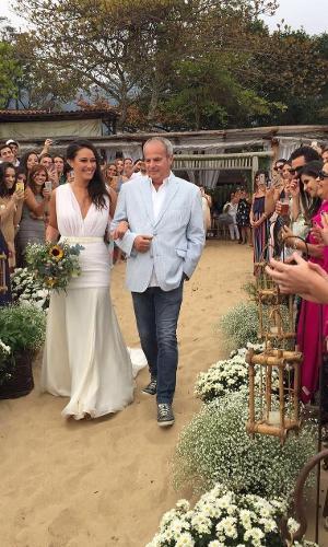 Jayme Monjardim conduz a filha, Maria Fernanda até o altar