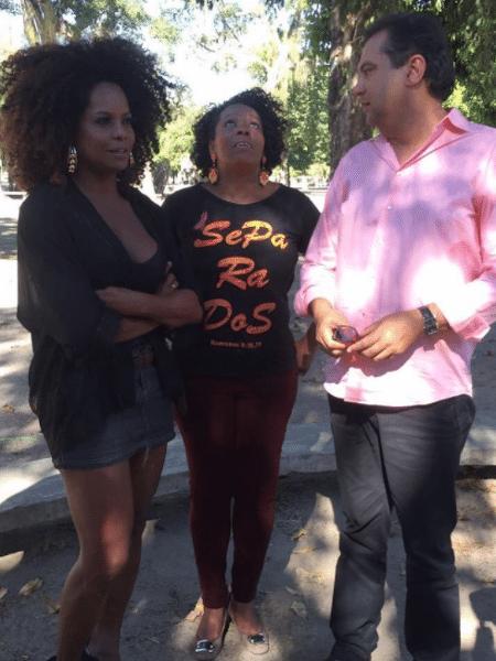 Adriana Bombom pede ajuda a Geraldo Luis para tentar encontrar o pai - Reprodução