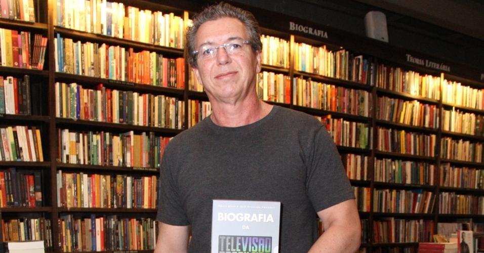 """Boninho no lançamento do livro """"Biografia de Televisão Brasileira"""", dos jornalistas Flávio Ricco e José Armando Vannucci, no Rio"""