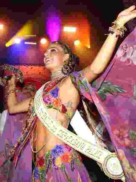 Isis Valverde vestida de cigana para a festa temática do hotel Copacabana Palace - Manuela Scarpa/Brazil News - Manuela Scarpa/Brazil News