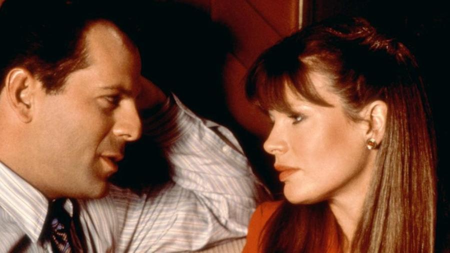 """Bruce Willis e Kim Basinger em """"Encontro às Escuras"""" - Reprodução"""