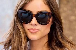 Tendências do verão 2019  aposte em óculos míni, com lente colorida e retrô  - 21 08 2018 - UOL Universa 4653997b10