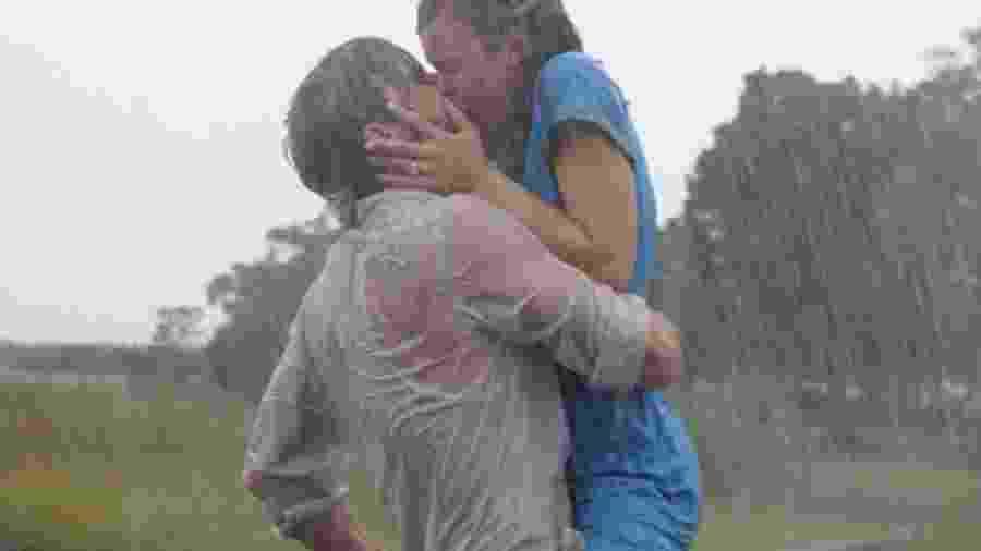 """Ryan Gosling e Rachel McAdams em """"Diário de uma Paixão"""" (2004), filme que será exibido pela Globo, na Sessão de Sábado de hoje - Divulgação"""