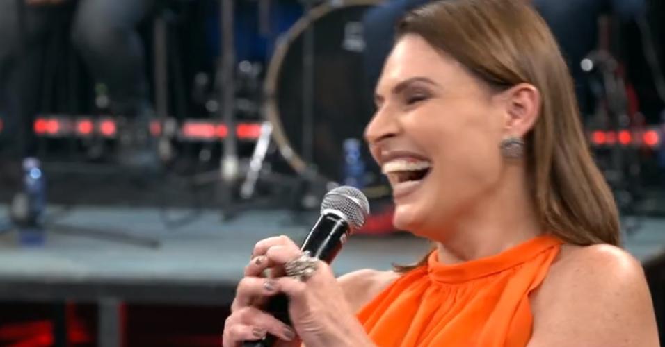 "Laura Muller é surpreendida com pergunta sobre ""sexo de sexólogos"" no Altas Horas"