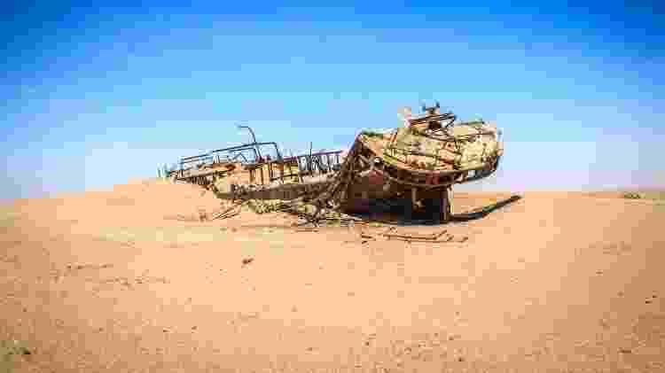 Detalhes da carcaça do navio Eduard Bohlen, no deserto da Namíbia - Simoneemanphotography/Getty Images/iStockphoto - Simoneemanphotography/Getty Images/iStockphoto