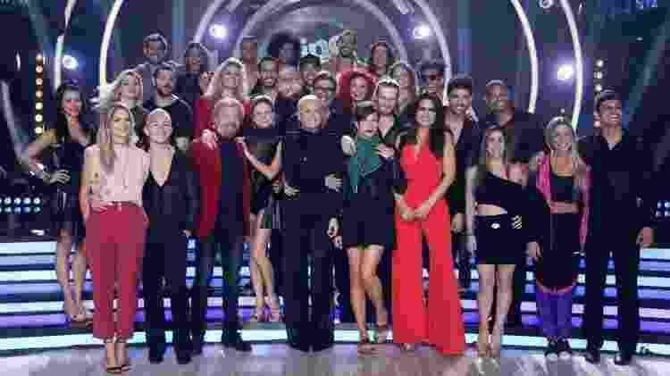 Xuxa com o elenco da nova temporada do Dancing Brasil - Thyago Andrade/Brazil News