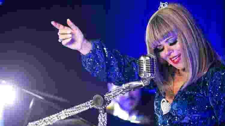 Mara usa peruca loira na gravação do clipe de Perfect Love - Divulgação - Divulgação
