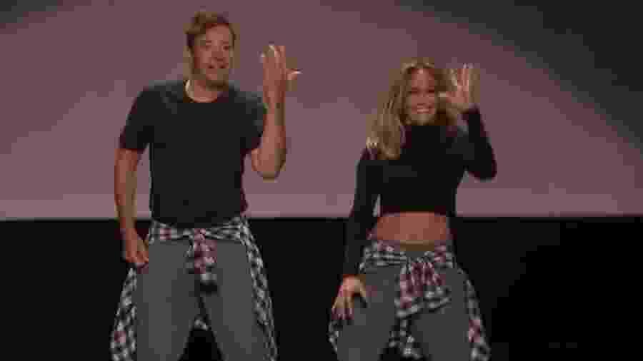 Jimmy Fallon e Jennifer Lopez dançaram (e muito) clássicos da música internacional - Reprodução/YouTube