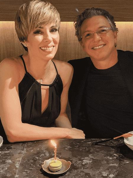 Ana Furtado, que volta às novelas, ao lado do marido Boninho - Reprodução