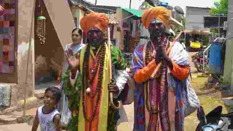 Religiosos no centro de Hampi, na Índia - Mari Campos/UOL