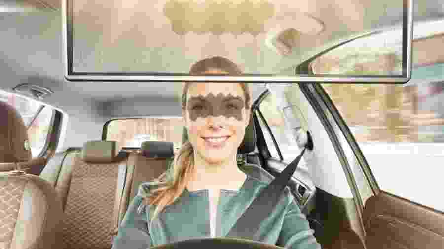 Tela de LCD rastreia rostos dos ocupantes para protegê-los da luz solar - Divulgação