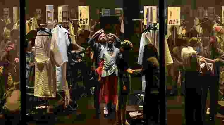 Apresentação da coleção da Gucci mostrou backstage ao público - AFP