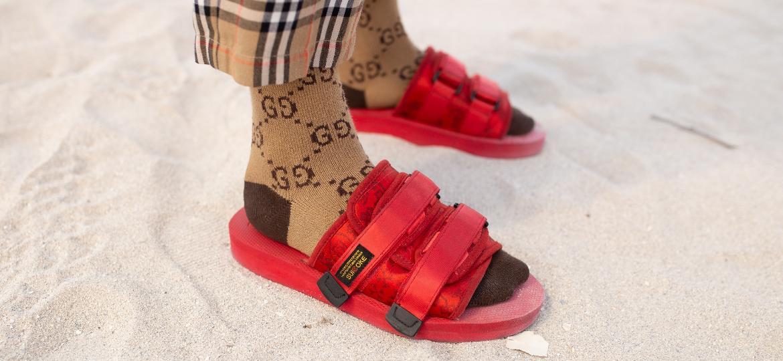 Sandália com meias é tendência tanto para o público masculino como feminino para 2020 - Matthew Sperzel/Getty Images