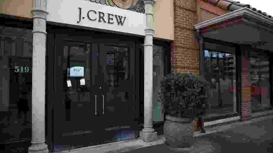 Entrada da loja J. Crew no Country Club Plaza, em Kansas City, Missouri, fechada pela pandemia de coronavírus. - Jamie Squire/Getty Images