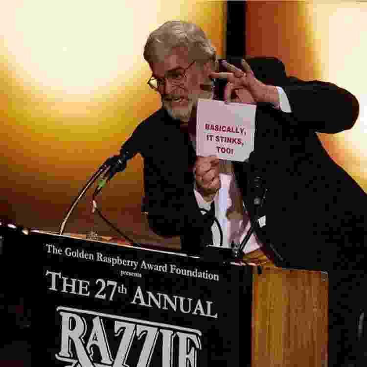John Wilson durante a cerimônia do Framboesa de Ouro de 2007, que elegeu 'Instinto Selvagem 2' como pior filme do ano - GETTY IMAGES - GETTY IMAGES