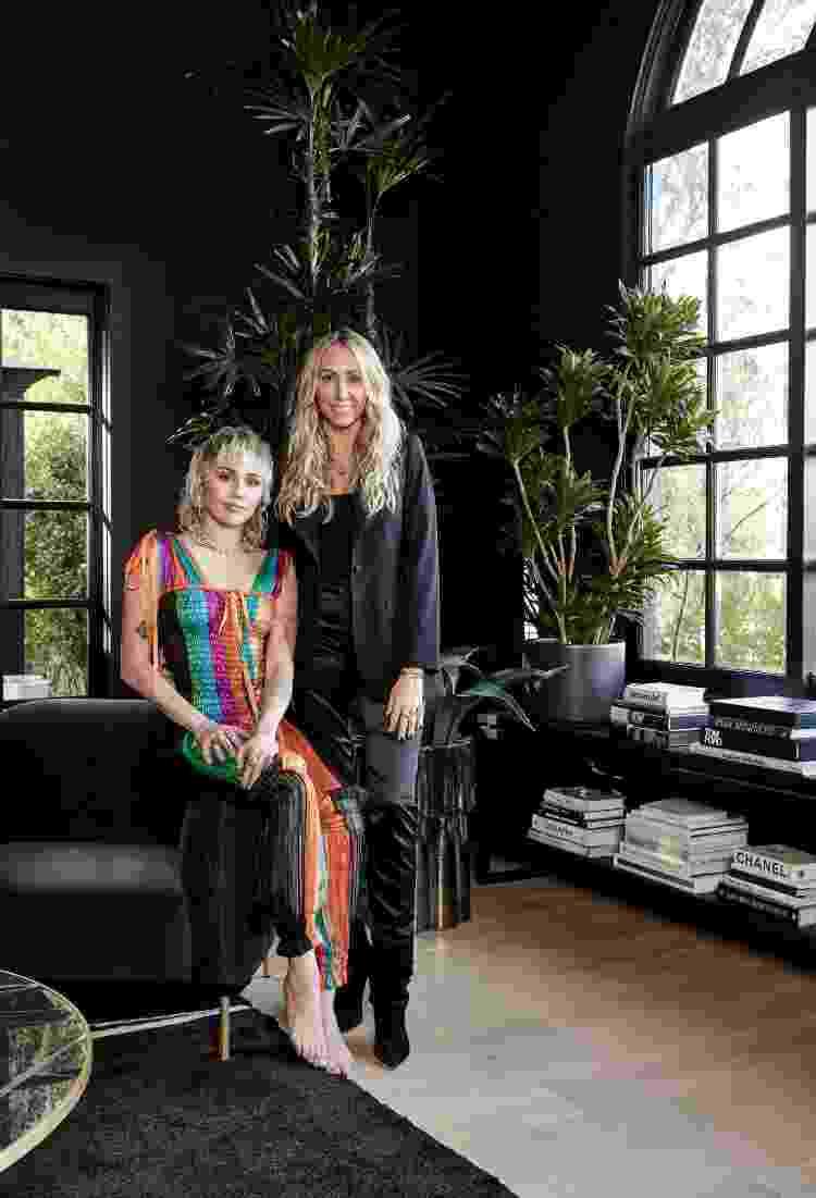 Miley Cyrus e a mãe, Tish Cyrus, uma das responsáveis pela decoração da mansão da cantora - Jenna Peffle/AD - Jenna Peffle/AD