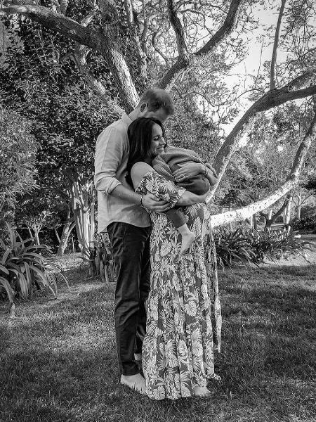 Harry e Meghan posam com Lilibet Diana - Reprodução/Instagram @dukeandduchessofcambridge
