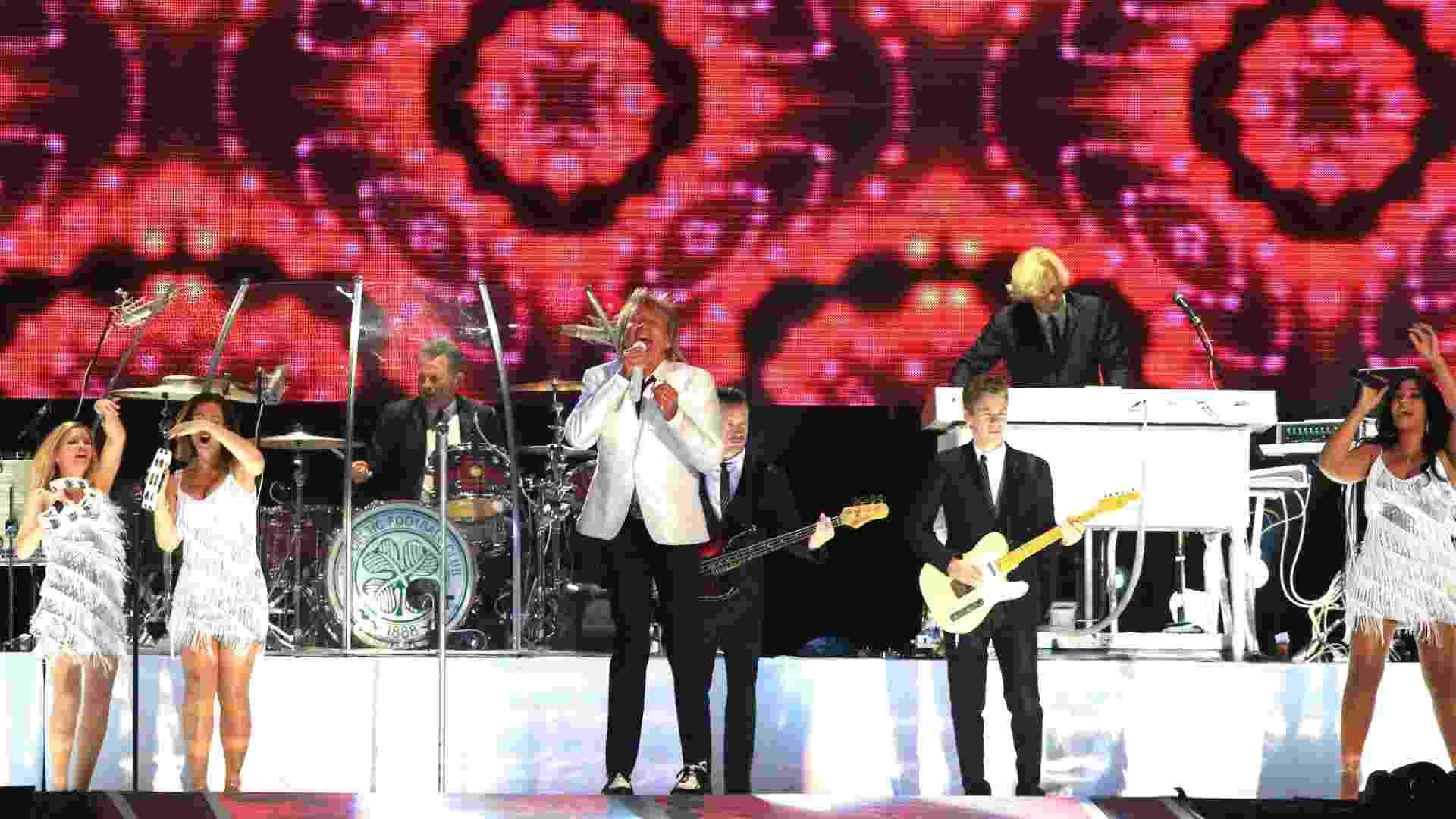 20.set.2015 - Rod Stewart se apresenta no Rock in Rio 2015, fechando as apresentações no palco Mundo do terceiro dia do festival - Marco Antonio Teixeira/UOL