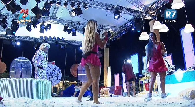 16.out.2015 - A peoa se animou quando começou a tocar músicas antigas